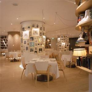 A stunning interior, nice vibe, excellent and relaxed service & some potentially very good food