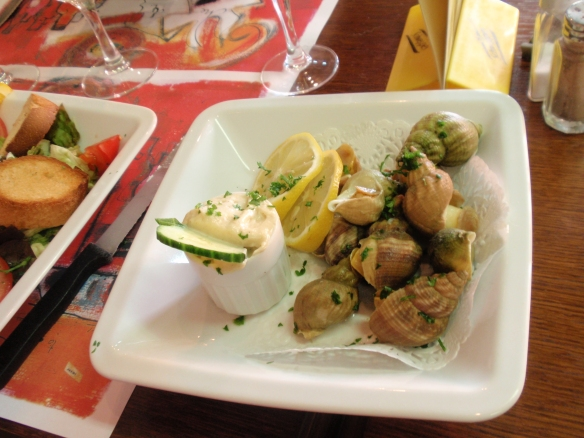 Le Bistrot d'Arromanches: My mother in-law ordered the sea snails, one of the local delicacies, which she loved - they were chewy but tasty