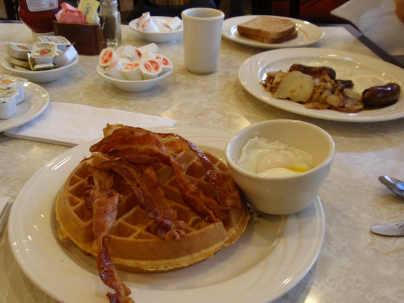 Proper waffles with bacon & maple syrup - what can go wrong with that?