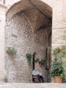 a snooze in the shade in assisi